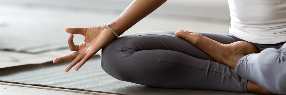 African,Woman,Wearing,Active,Wear,Do,Yoga,Practice,Meditating,Indoors,